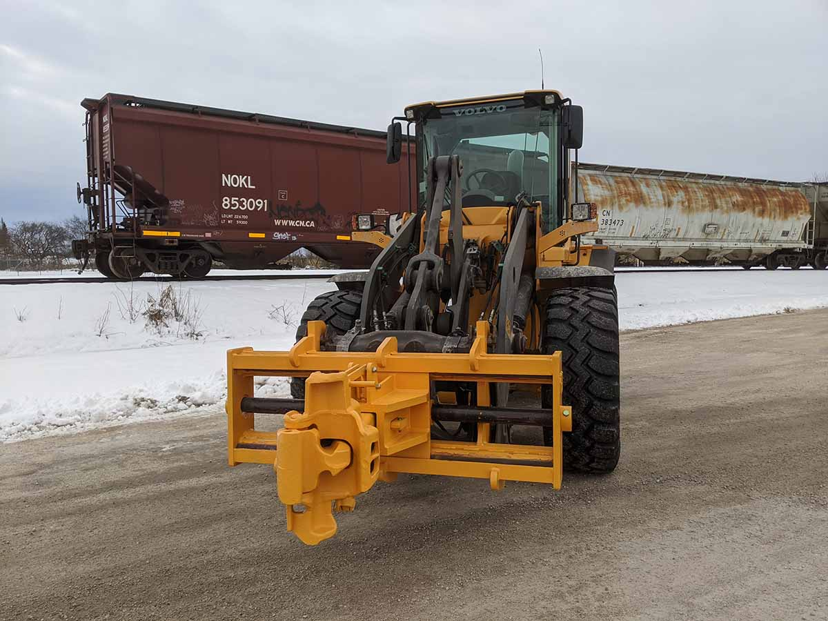 SAS-FORKS-Rail-Car-Attachment-1200