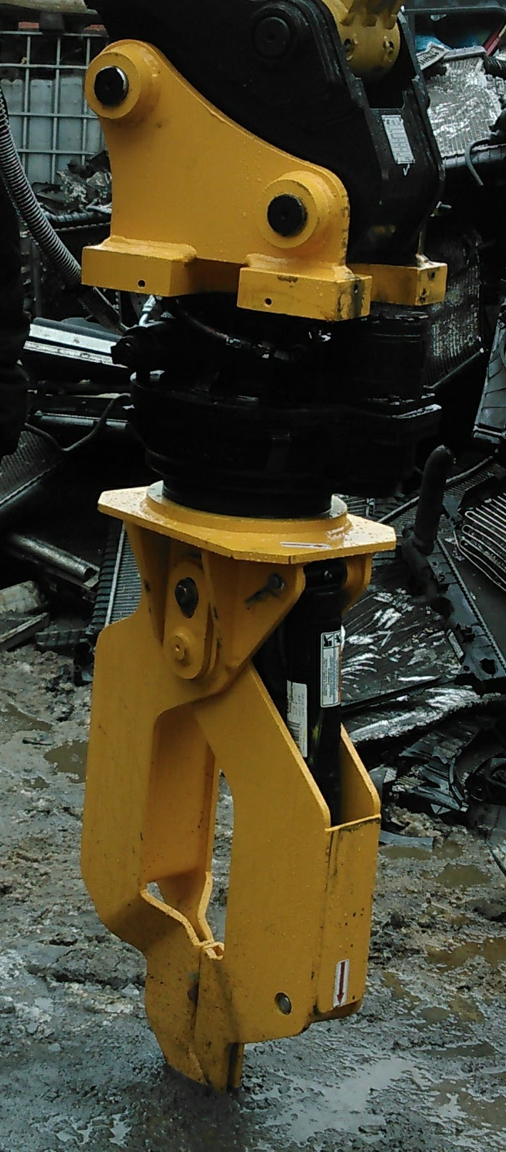 Vulture Wire Puller In Auto Salvage Forklift Attachments